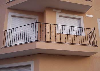 Carpinteria met lica jucar balcones for Precios de toldos para balcones