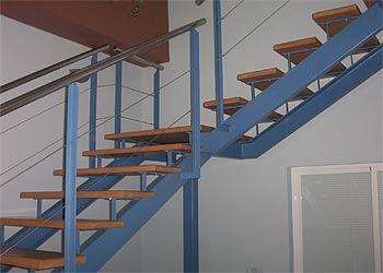 Carpinteria met lica jucar escalera met lica for Imagenes de escaleras metalicas
