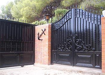 Carpinteria met lica jucar puertas garaje - Modelos de puertas metalicas para casas ...